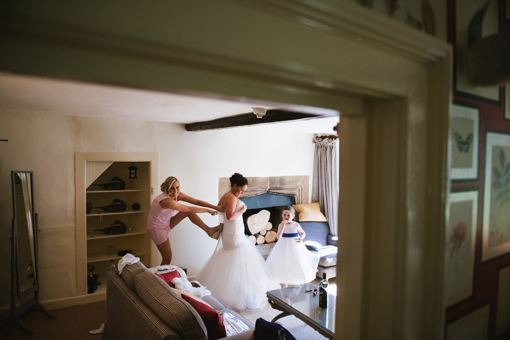 documentary candid bridal prep shot in burford, cotswolds