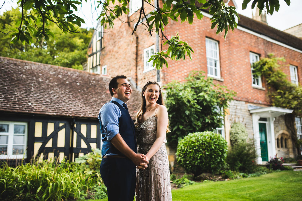 bride-and-groom-tewkesbury-abbey-gardens.jpg