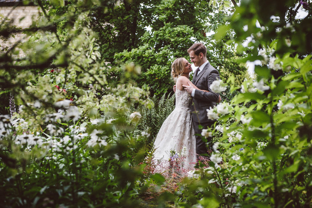 BURFORD ENGLISH GARDEN WEDDING