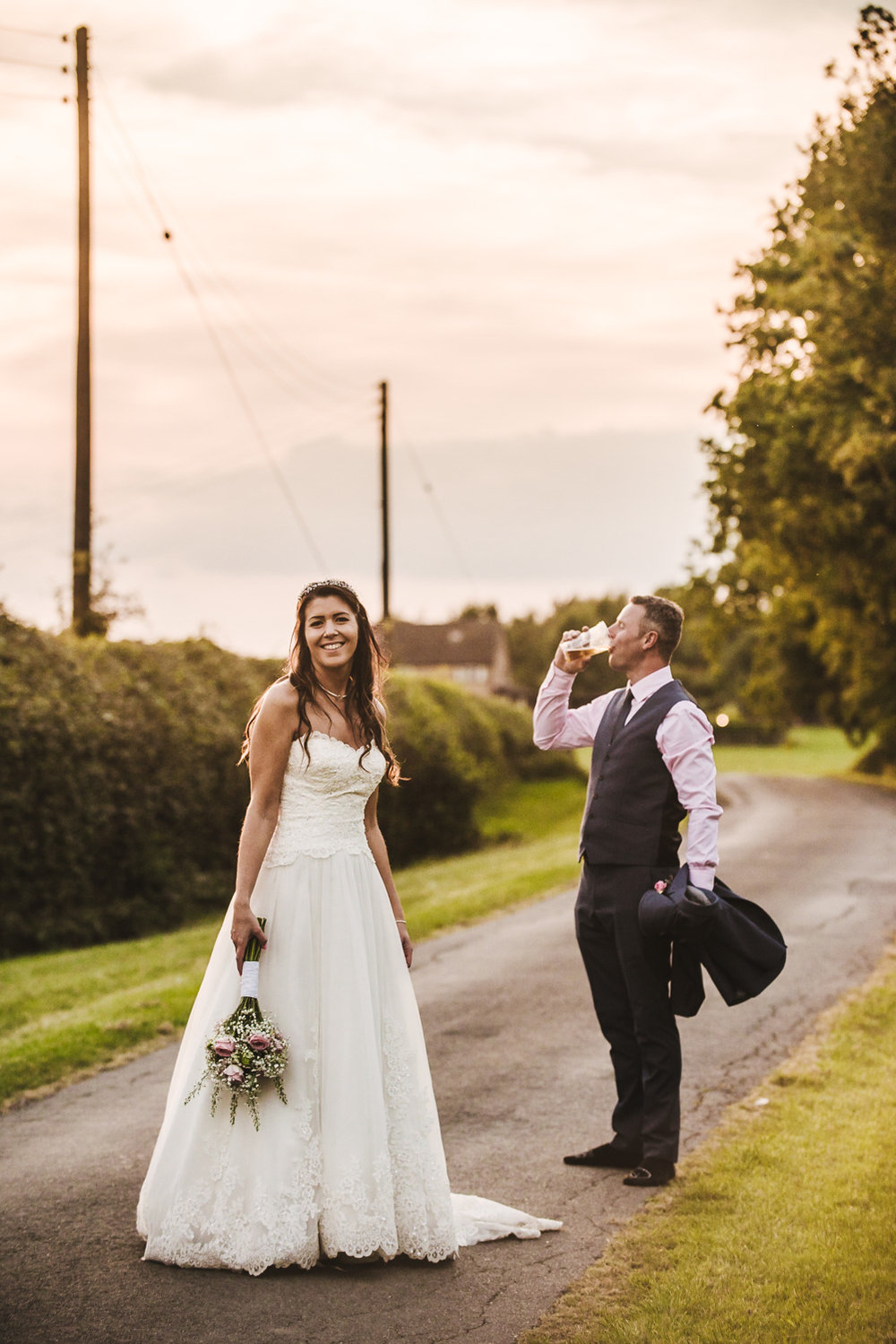 beer drinking groom reportage wedding