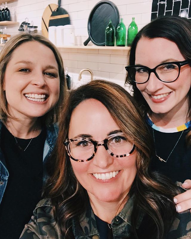 """#tbt ...a week ago I met the girls from @thehomeedit at Atlanta market. I was so inspired by Joanna & Clea, I went home and tried to """"home edit"""" my house 😂They are exactly what you see on Instagram, funny, kind and smart!! If you don't follow them, start today! 🍾🍾 . . . #thehomeedit #organizing #throwbackthursday #atlmkt2018 #shoplovelulus"""