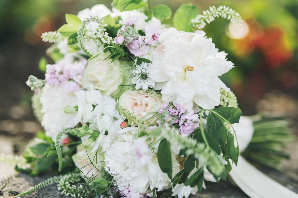 wedding flowers - Local. Lush. Organic. Distinctive.