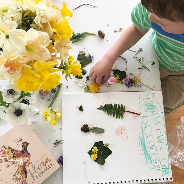 Inspired by the fantastic new book by @flora.forager my little guy and I collected leaves and moss to add to his pile of petals so we could make a little art project. At first he wanted to create Star Wars characters but we settled on trees and frogs. #compromise #ohioflowers #futureflowerfarmer #foraging #growfloret #preschoollife