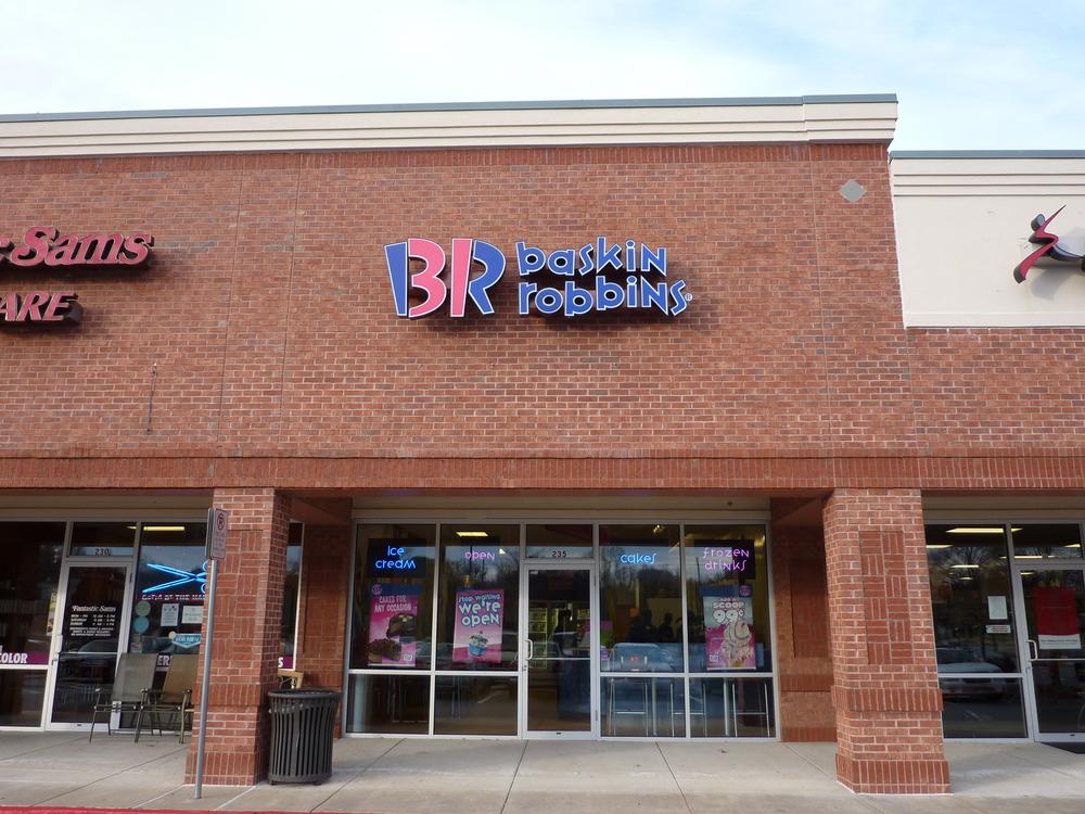 Baskin Robbins Channel Letters Powder Springs.JPG