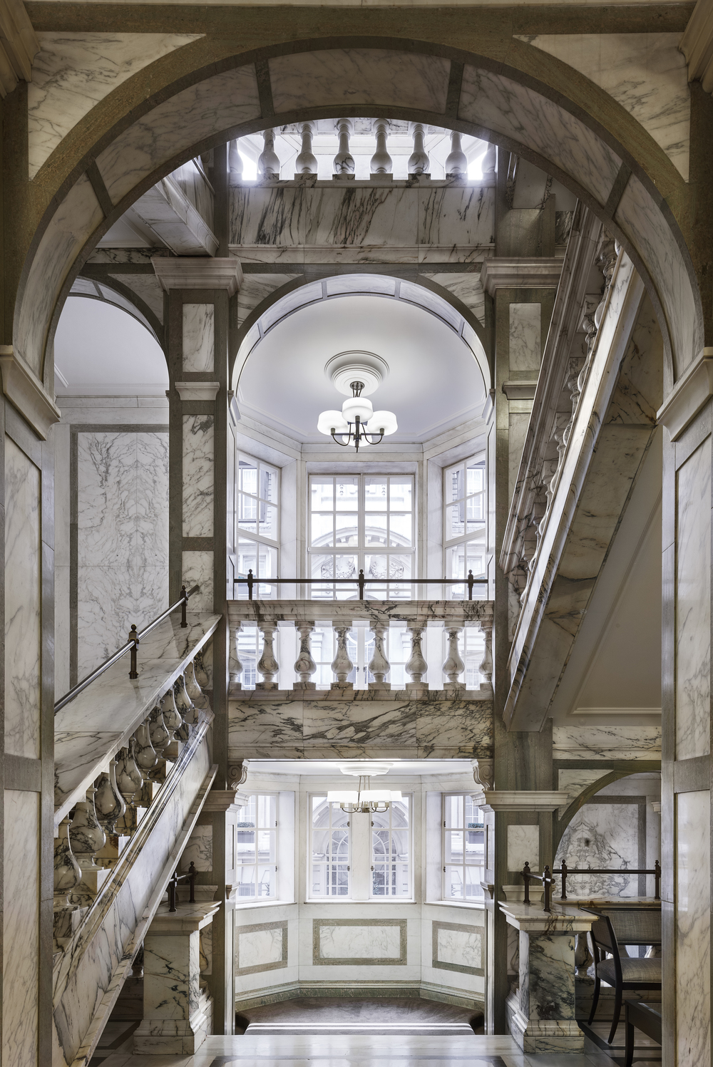 LDN_61385526_Rosewood_London_Grand_Marble_Staircase_2.jpg