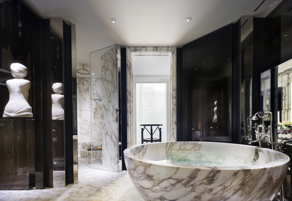LDN_61386644_Rosewood_London_Manor_House_Suite_Master_Bathroom_1.jpg