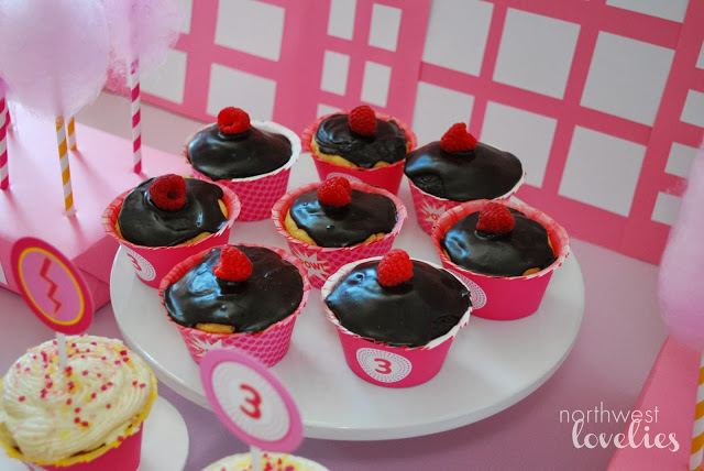 Super+Cupcakes.jpg