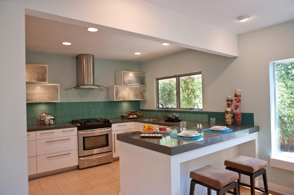Kitchen Pennisula.jpg