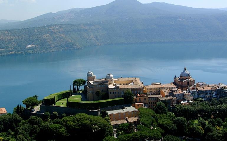 Castel Gandolfo with Vatican Observatory,overlooking Lake Albano. Image: Deagostini