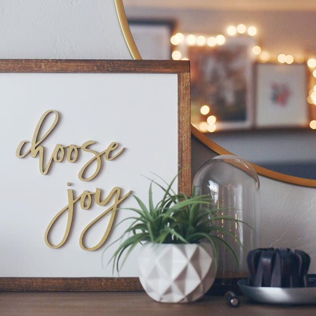 My phrase on this first day of a new year that holds growth and uncertainty and change for myself and our family, knowing that no matter the path, there is joy in the journey.  #hedrickpartyof8 . . . . #apartmenttherapy #dslooking #showmeyourstyled #styleathome #currentdesignsituation #pocketsofmyhome #everydaymoments  #fromwhereistand #liveauthentic #thesetinysquares#currenthomeview