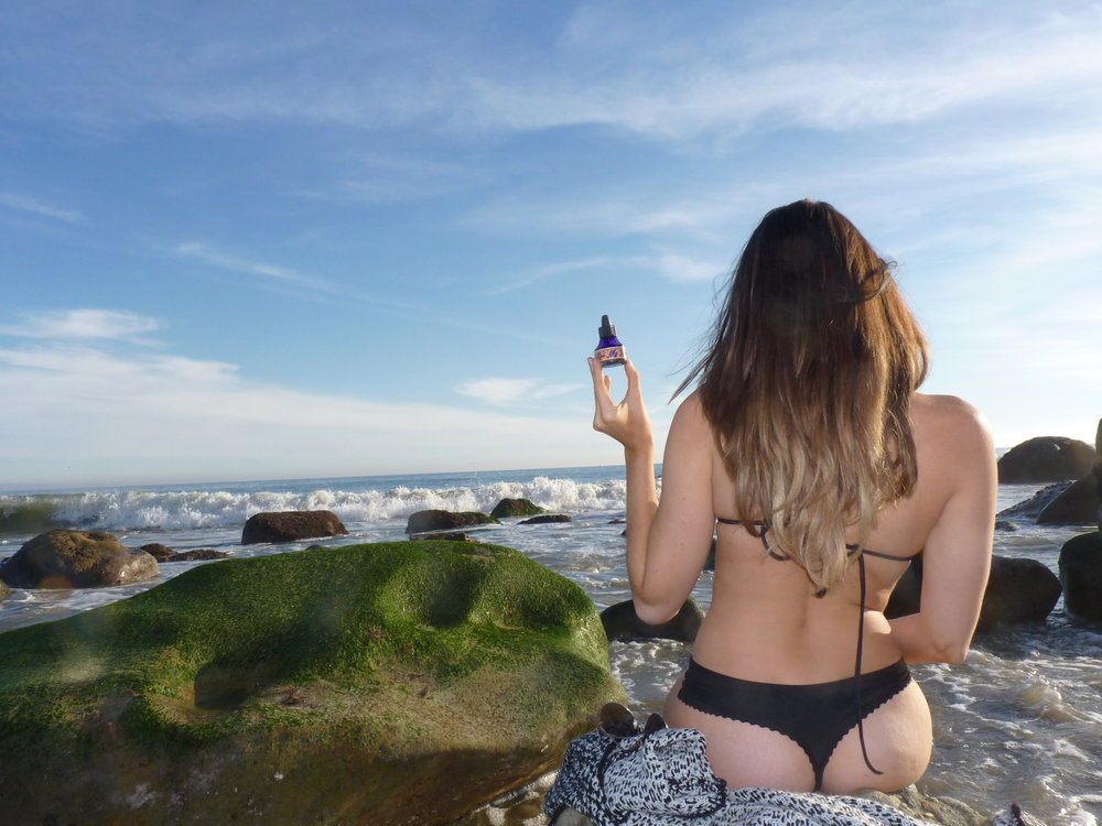 Girl_bikini_beach_booty