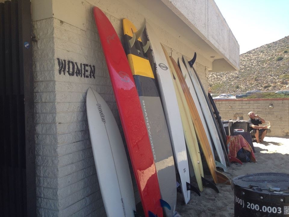 Women_surfing_malibu