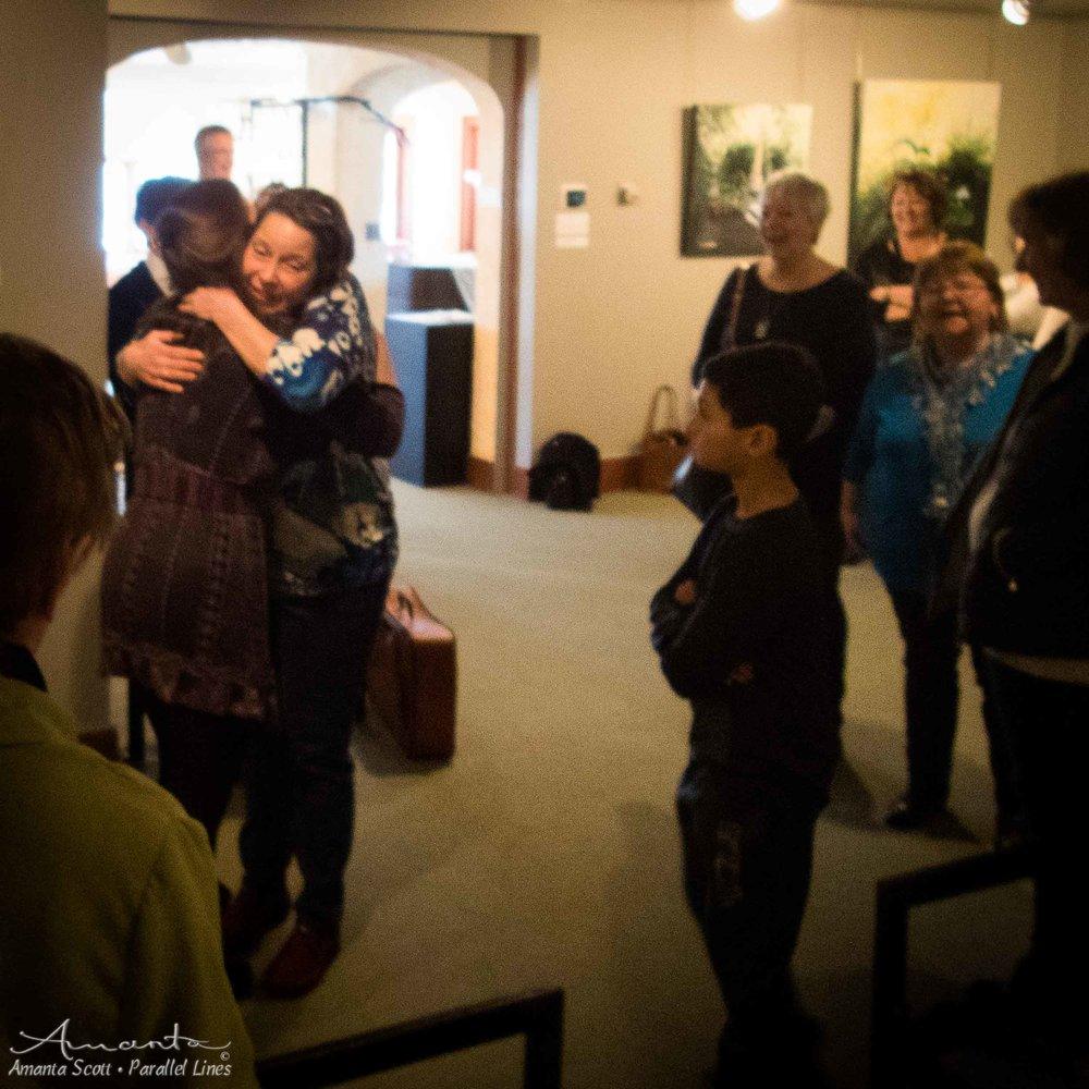 hug-3030139.jpg