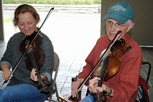 Twin fiddling with Erynn Marshall, 2013