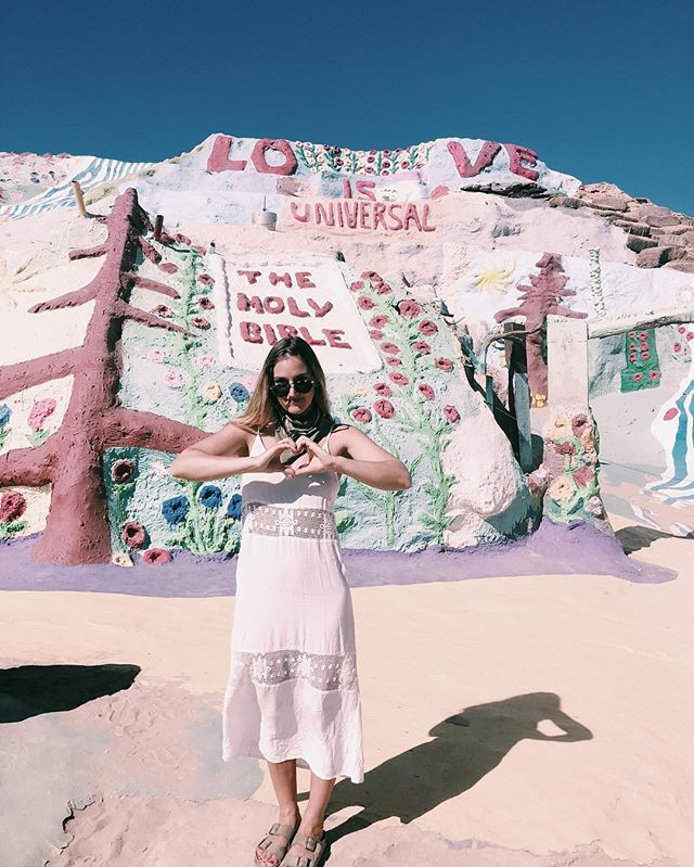 Spreading love and good vibes this humpday. ✨💕 Not only is it Summer Solstice Eve, but something equally as hot and exciting is hitting littlefoolbook.com this week. Stay tuned, good things are coming ✌🏼☀️💗 #summerofselflove #salvationmountain