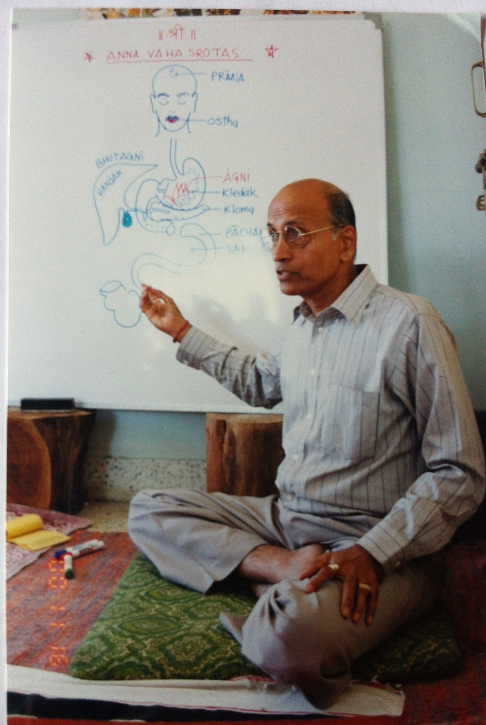 dr. lad teaching in pune.jpg