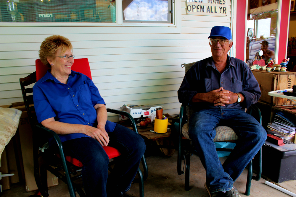 The front porch of Roxie and Bob Morris (Red Mountain Ranches) makes for great conversation.