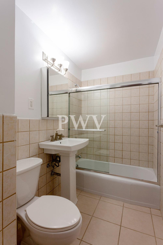 792-2r-Bath.jpg