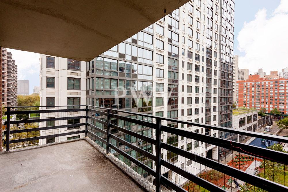 792-8d-Balcony.jpg