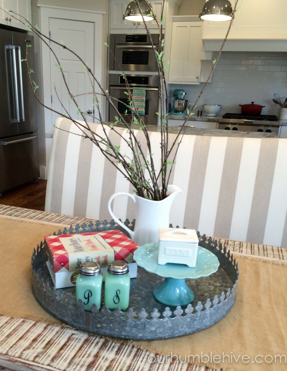 Seasonal decor updates spring kitchen our humble hive for Everyday kitchen table setting ideas