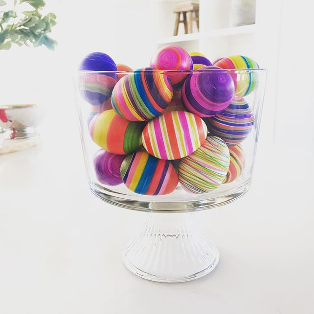 To say that we are obsessed with the spinning egg decorator would be an understatement. We had to buy two so Jake and I could make them at the same time.😜 It's the best way to color your eggs! Thanks @thebuyguide for the recommendation!