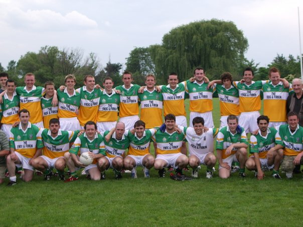 Toronto Gaels Gaelic Football Team 2008 - 1.jpg
