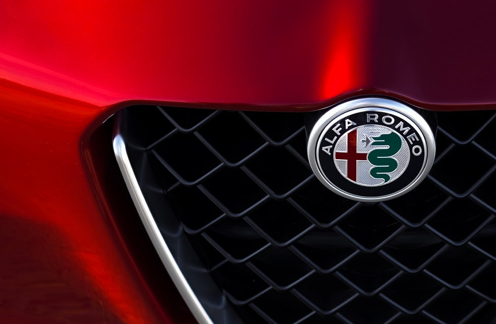 The new Logo on the Giulia Quadrifoglio grille