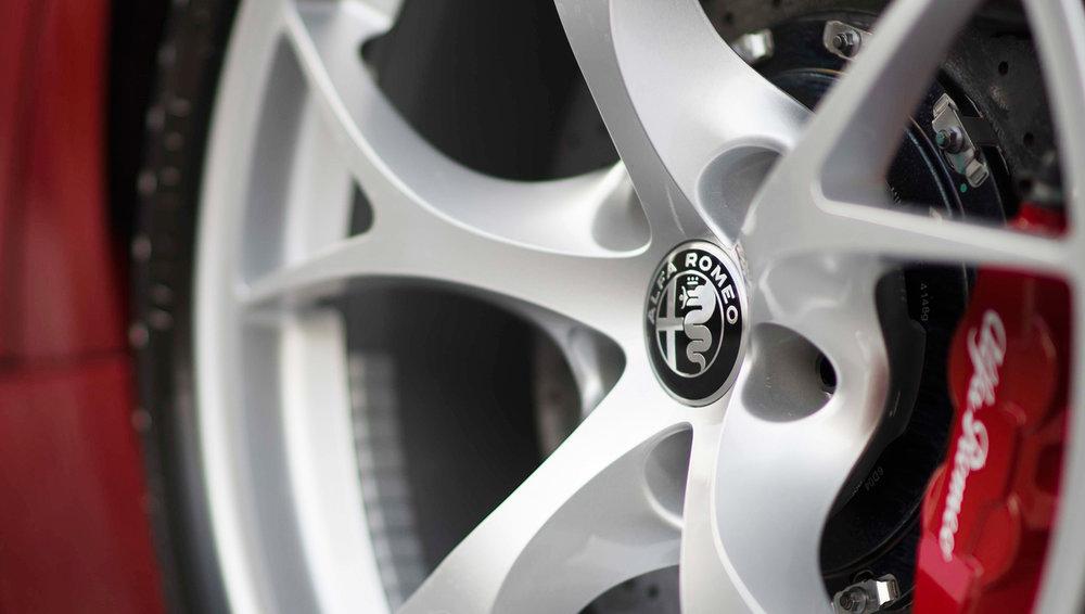 The new Logo on the Giulia Quadrifoglio wheel (ph. courtesy by  TaggleAuto