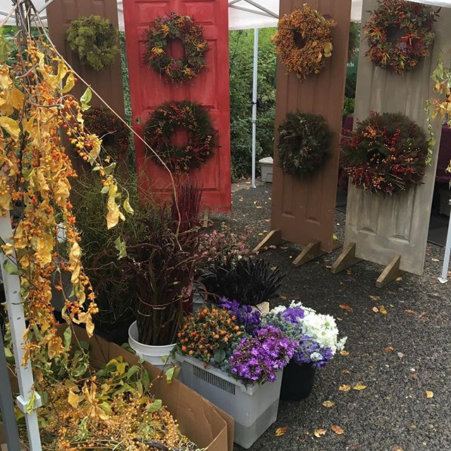 Leaves are falling #mywreaths #kenyongrowers #portlandfarmersmarket