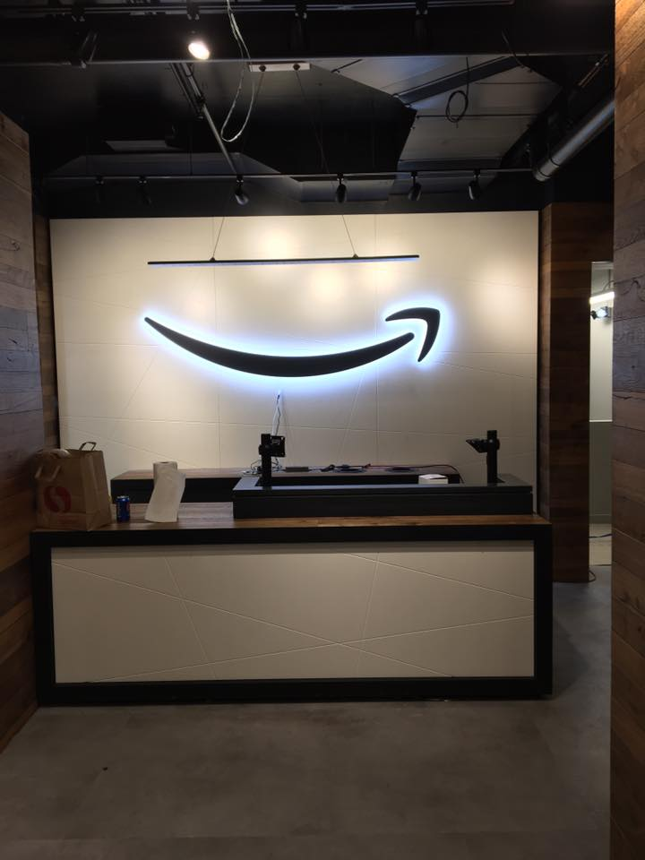 17.06 Amazon Pick Up Store 15.jpg
