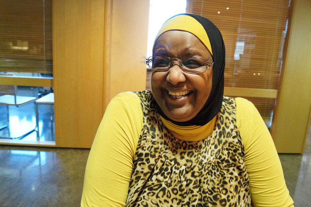 På tross av en til tider vanskelig hverdag sitter latteren løst hos Marian Yusuf Abdi.