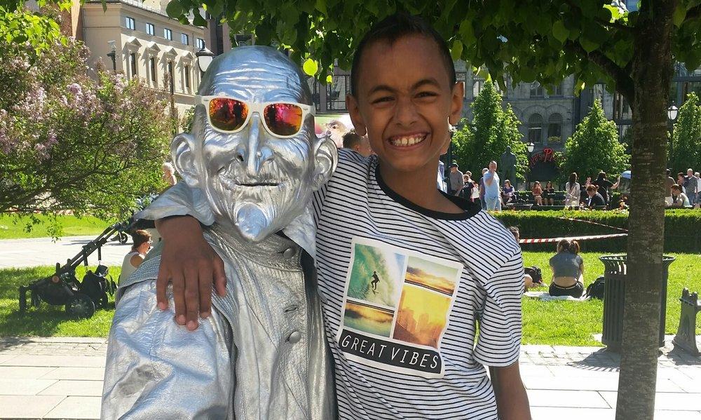 Yusuf (12) finner glede også i det spontane selv om rutinene står sterkt i livet hans.