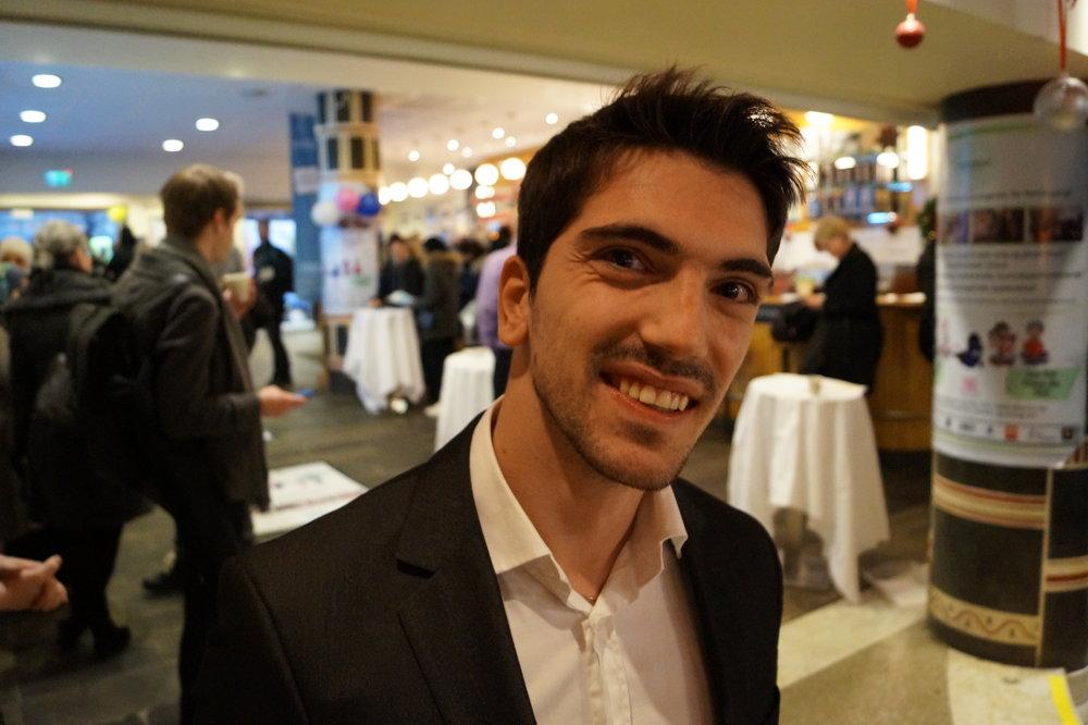 En ung mann som drømmer om å bli filmskaper var en av mange besøkende på konferansen.