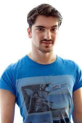 MODELL: Amir er skuespiller og modell. - Du må virkelig bare våge å være deg selv, uansett hvilke hindringer du møter, sier han. Foto: Privat
