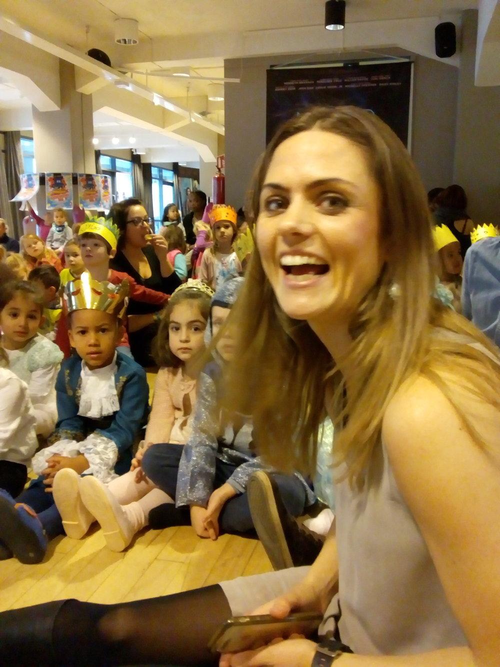 Barn og voksne lot seg begeistre av opplegget under Abloom filmfestival. Blant annet Sjokoladefabrikken barnehage og pedagogisk leder Maren Støyva Estrada.