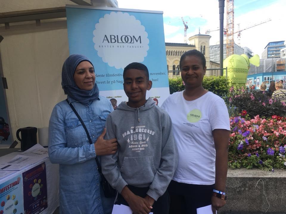 August har vært en innholdsrik måned for frivillige i Abloom. Her fra Mela-festivalen i midten av august hvor vi hadde stand.