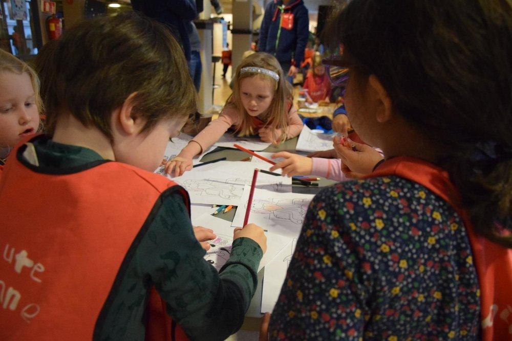 Tegning og fargelegging er noe av det beste vi vet. Og disse barna var ordentlig flinke og kreative!