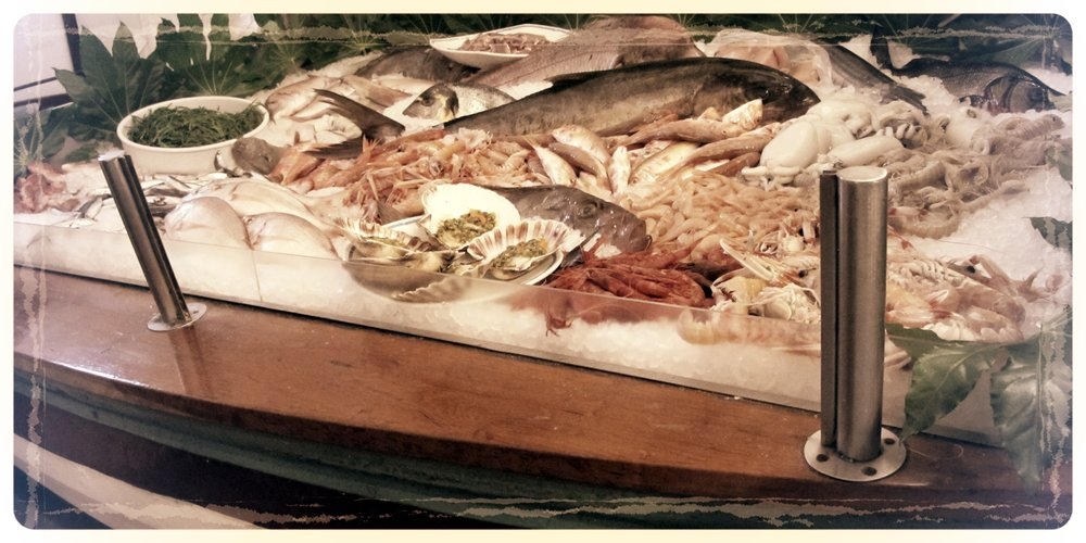 Barca-Vetrina-DelPesce-PescatoreMilano.JPG