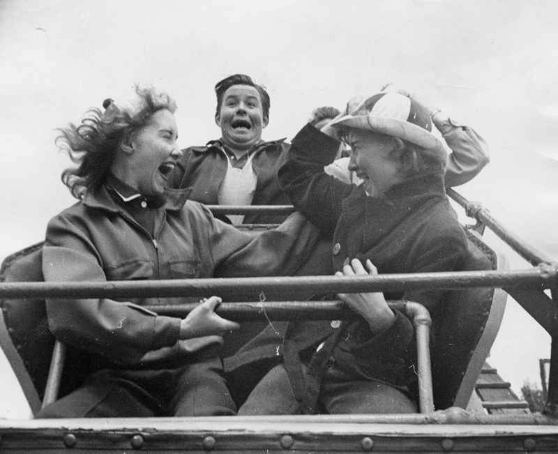 Funny Moments of People Riding on Roller-Coasters in the last Decades (6).jpg