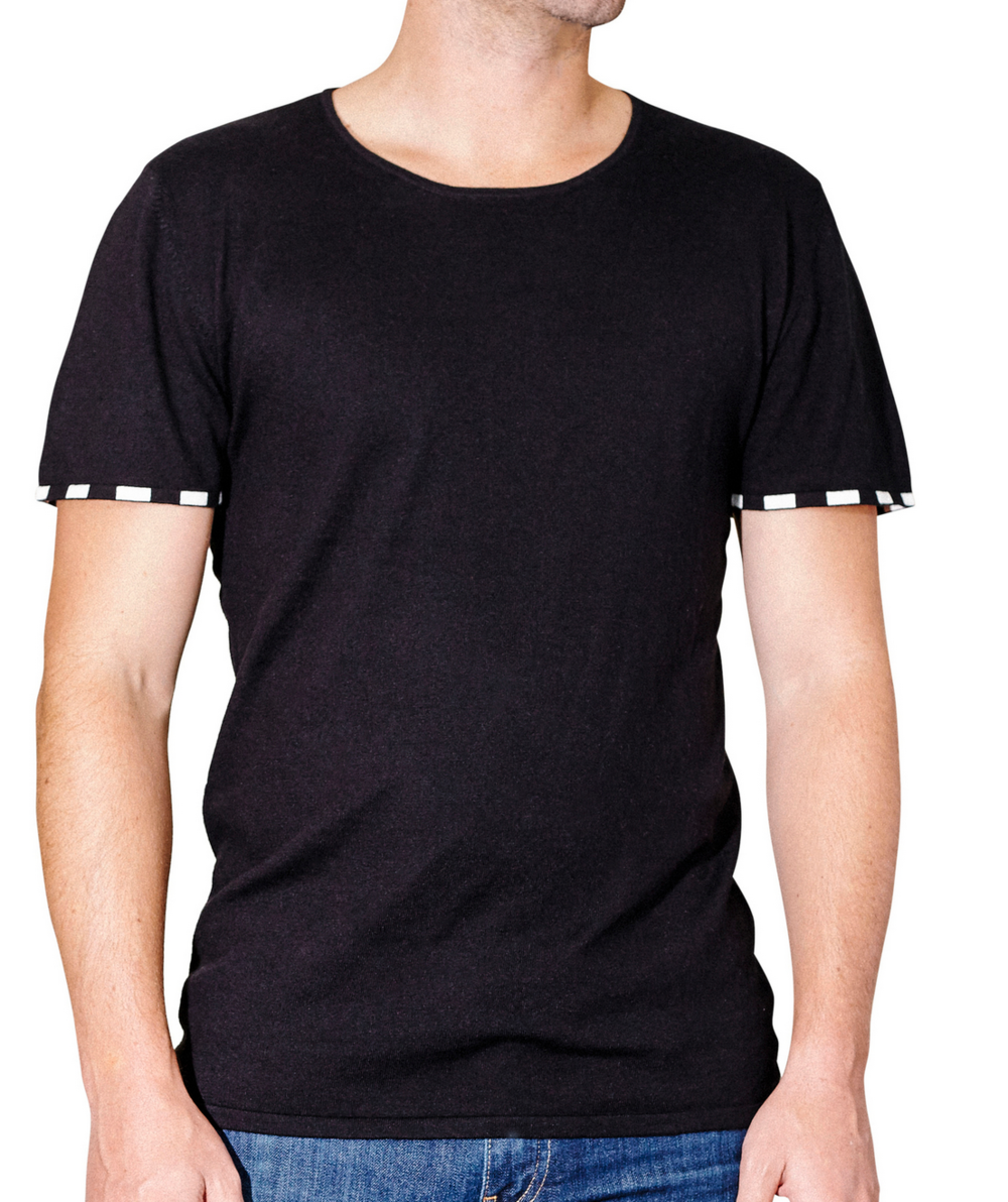 leavenworth-clothing-black-tee-summer-wilson-photo