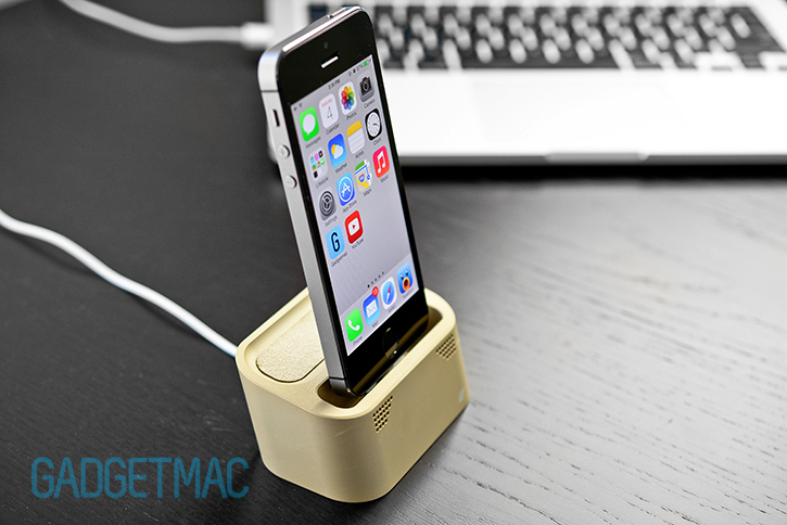 element_case_vapor_dock_au_gold_lightning_iphone_5s_charging_dock_naked.jpg