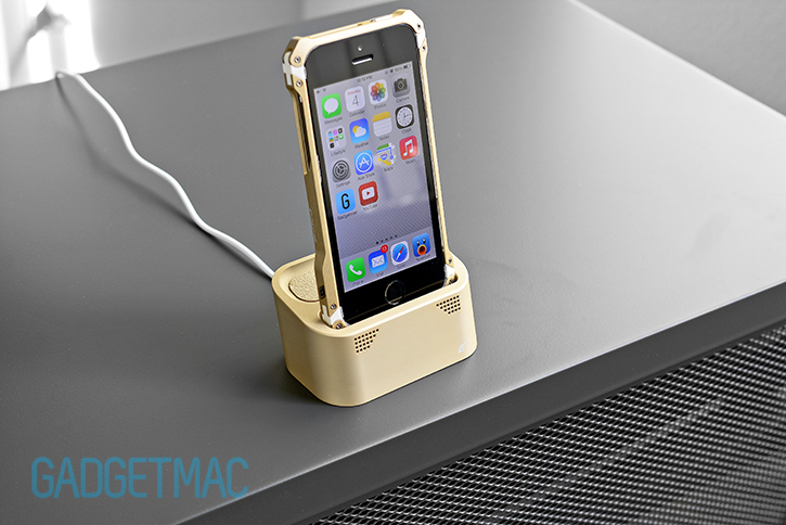 element_case_vapor_dock_au_gold_lightning_iphone_5s_charging_dock.jpg