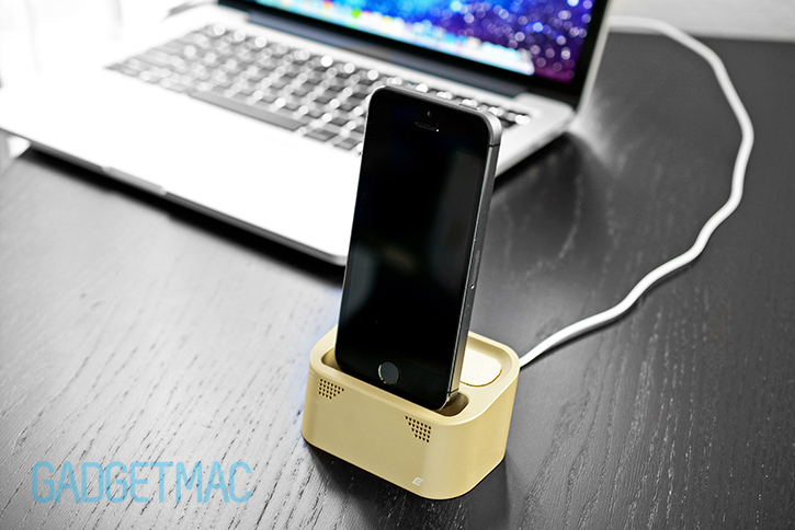 element_case_vapor_dock_au_gold_lightning_iphone_5s_charging_dock_desk.jpg