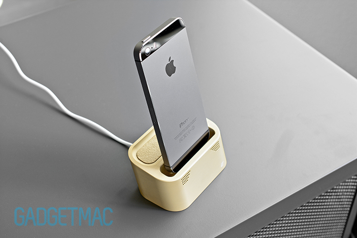 element_case_vapor_dock_au_gold_lightning_iphone_5s_charging_dock_7.jpg