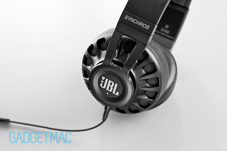 jbl_synchros_s700_headphones_livestage_button.jpg
