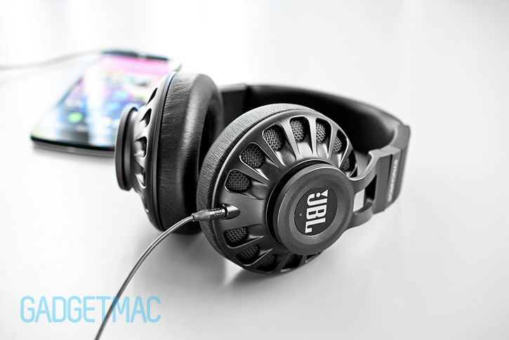 jbl_synchros_s700_headphones_3.jpg