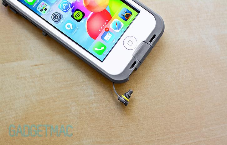 lifeproof_nuud_iphone_5_case_headphone_plug.jpg