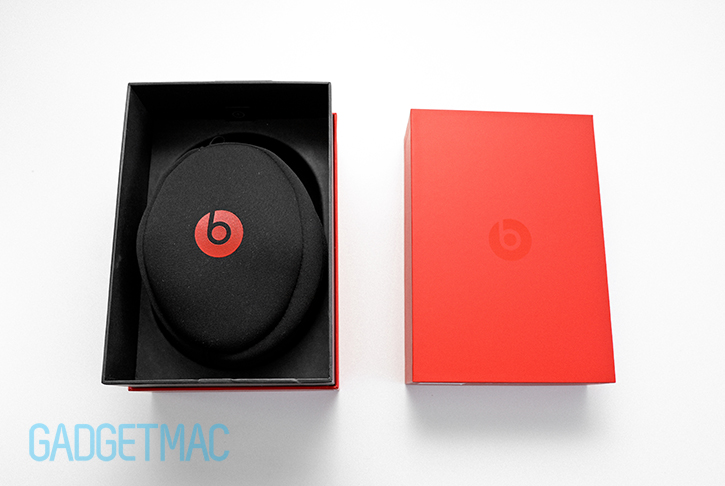 beats_solo_2_headphones_unboxed.jpg
