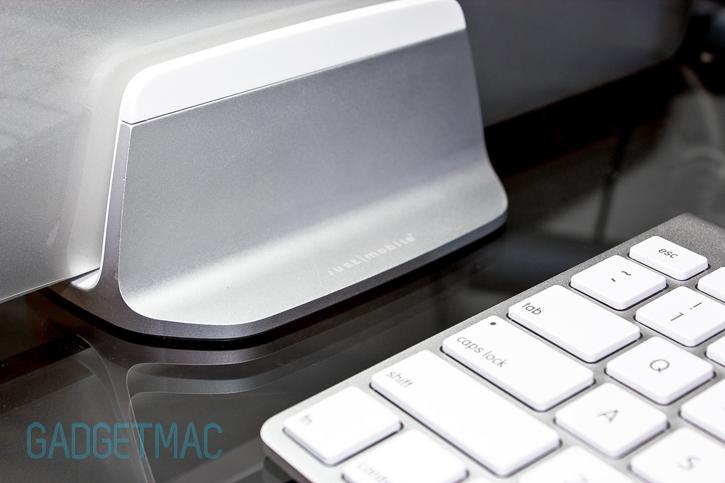 alubase_aluminum_retina_macbook_pro_vertical_stand.jpg