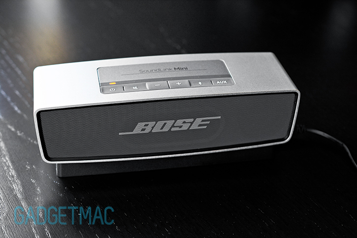 bose_soundlink_mini_portable_wireless_speaker_battery_charging.jpg